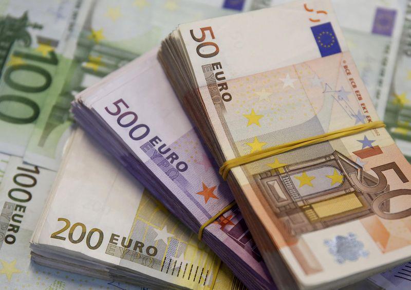 ЦБ РФ установил курс евро на сегодня в размере 74,561 руб.